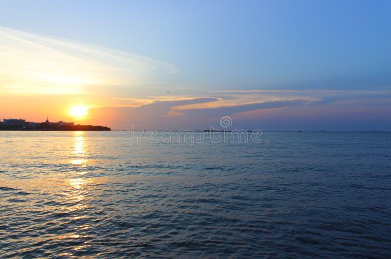 Por do sol no mar fotos de stock royalty free
