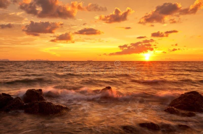 Por do sol no mar fotos de stock