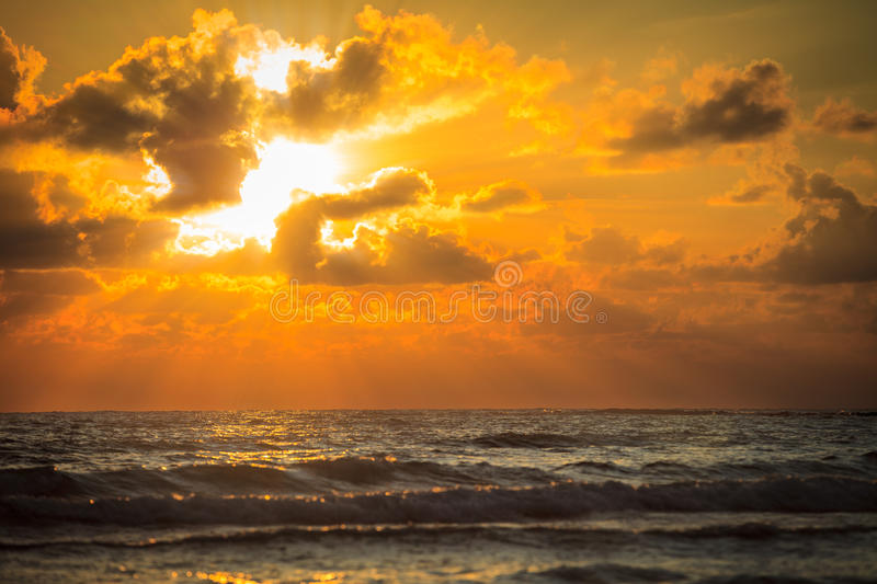 Por do sol no mar imagem de stock royalty free