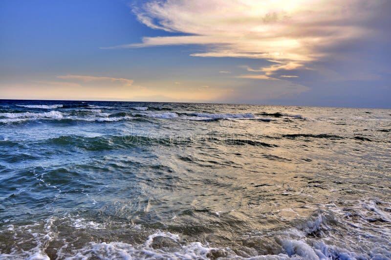 Por do sol no mar Agecom foto de stock royalty free