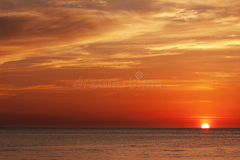 Por do sol no mar andaman fotografia de stock royalty free