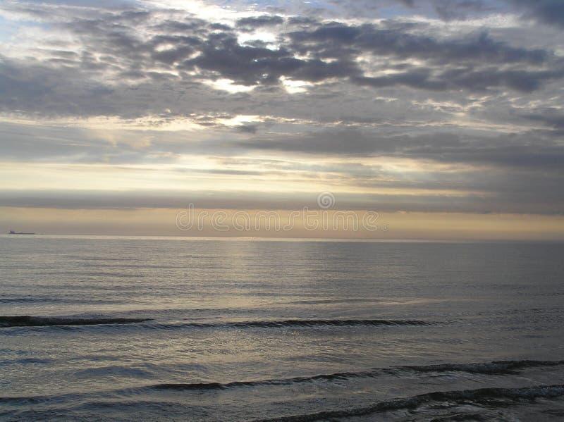 Por do sol no mar Báltico fotos de stock royalty free
