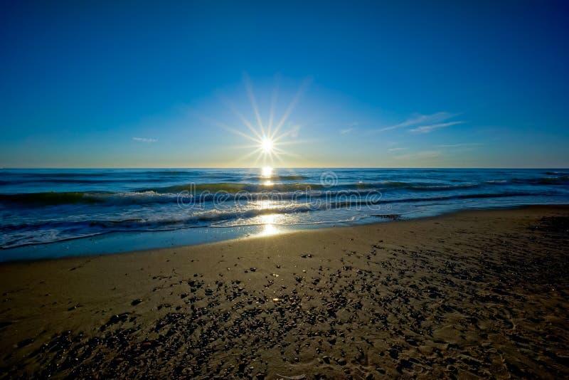 Por do sol no mar Báltico fotografia de stock