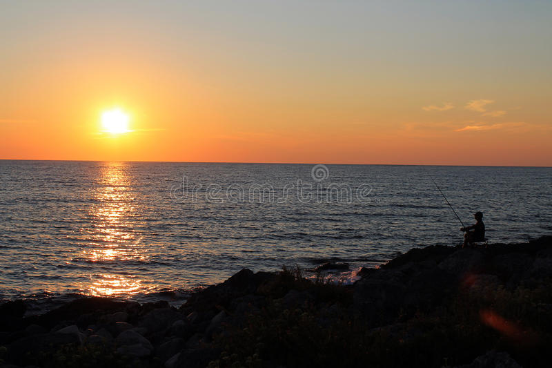Download Por Do Sol No Mar Com Pescador Imagem de Stock - Imagem de italy, pescador: 26500977