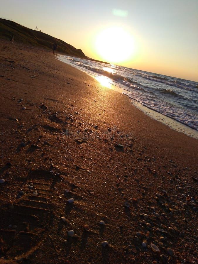 Por do sol no mar de Azov fotografia de stock
