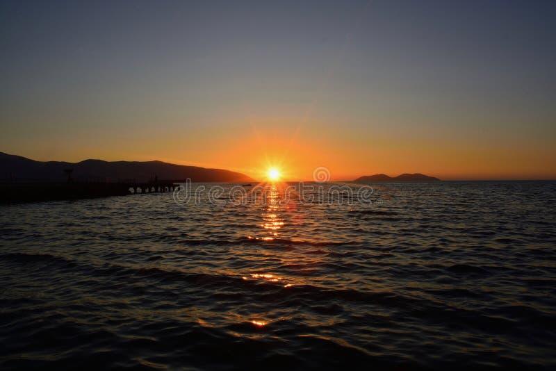 Por do sol no mar mediterrean imagens de stock