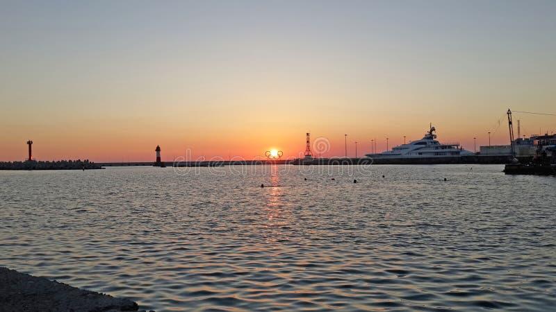 Por do sol no Mar Negro, beira-mar Sochi, Rússia fotos de stock