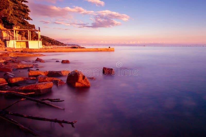Por do sol no mar, Trieste imagens de stock