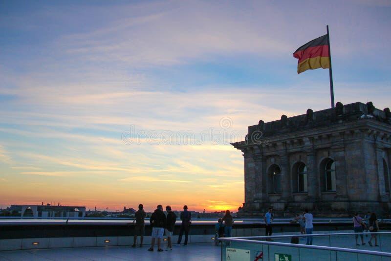 Por do sol no meio de Berlim fotos de stock royalty free