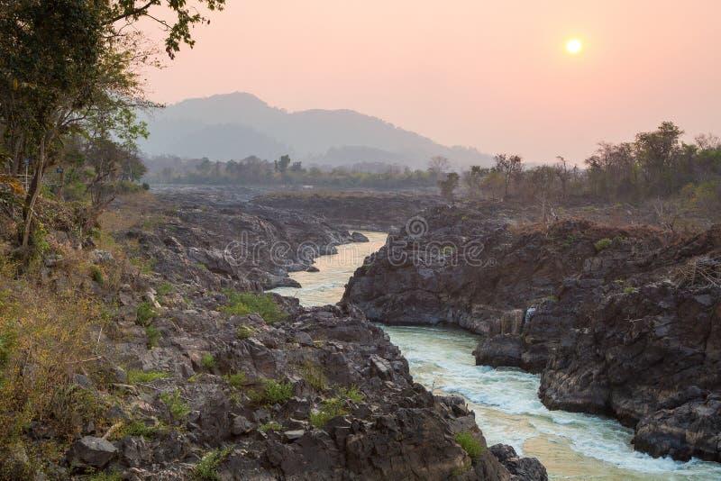 Por do sol no Mekong River foto de stock