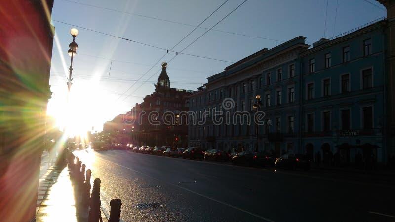 Por do sol no Nevsky Prospekt foto de stock