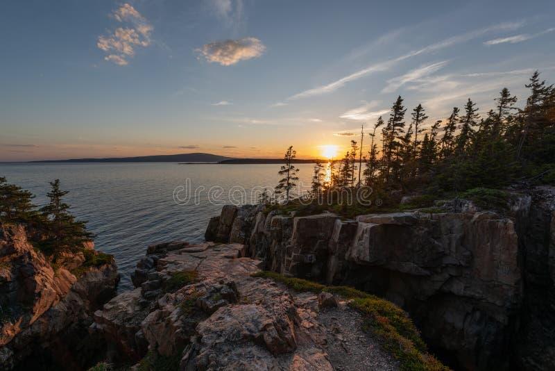 Por do sol no ninho dos corvos no parque nacional do Acadia imagem de stock