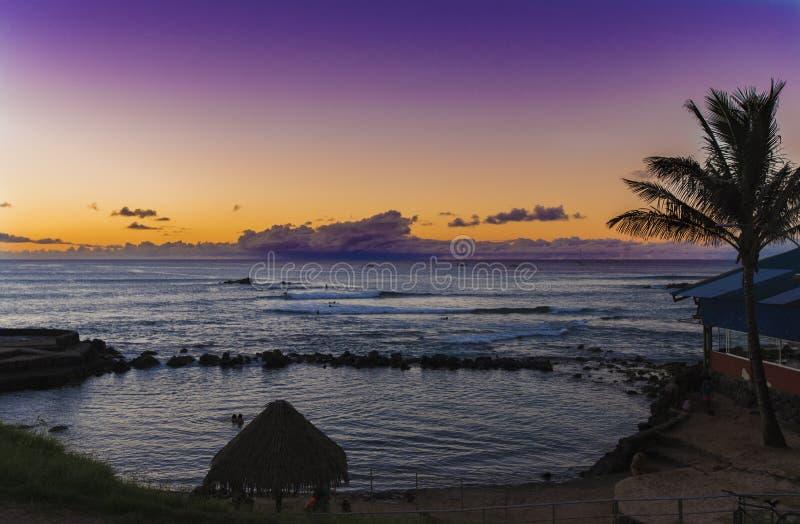 Por do sol no oceano em Hanga Roa fotografia de stock royalty free