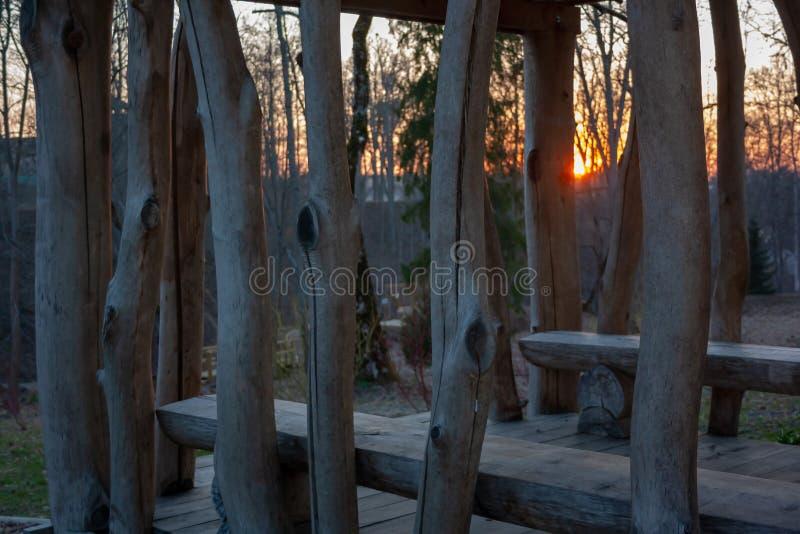 Por do sol no parque Parque de passeio da natureza fotos de stock