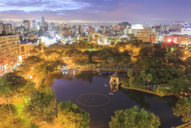 Por do sol no parque metropolitano de Taichung, Taiwan imagens de stock royalty free