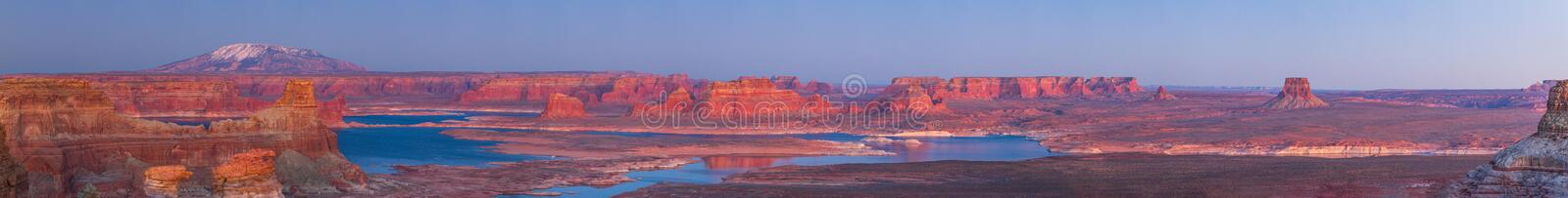 Por do sol no ponto de Alstrom, lago Powell fotografia de stock royalty free