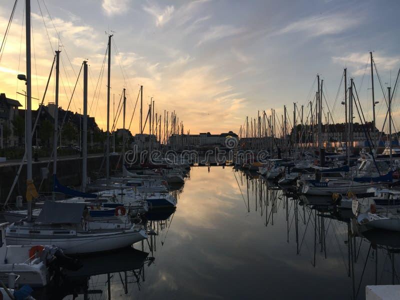 Por do sol no porto de Deuville foto de stock royalty free