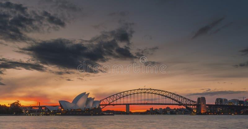 Por do sol no porto de Sydney imagem de stock