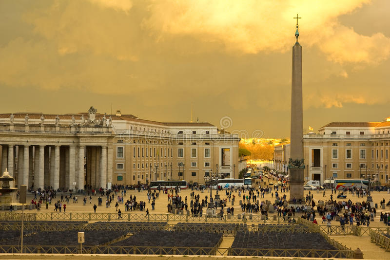 Por do sol no quadrado do St. Peter, Vatican. imagem de stock royalty free