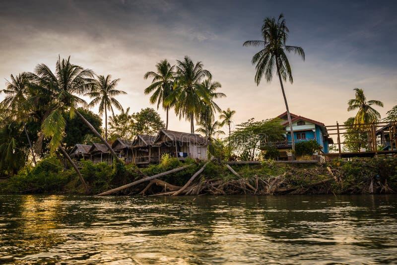 Por do sol no rio de Mekhong fotografia de stock royalty free