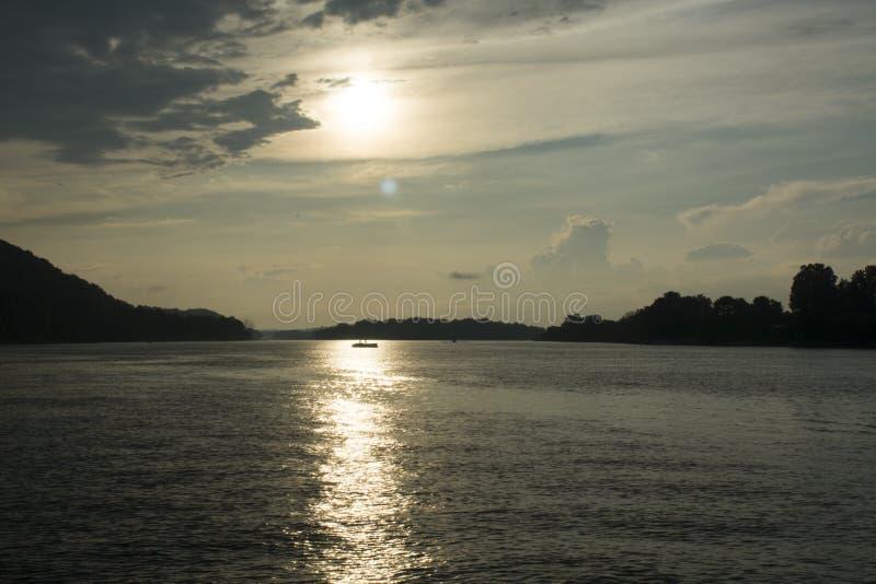 Por do sol no Rio Ohio fotografia de stock