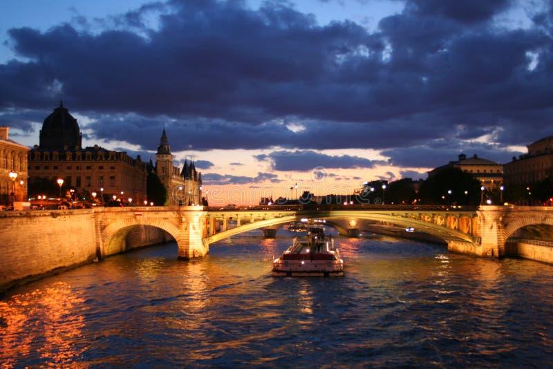 Por do sol no Seine fotografia de stock royalty free