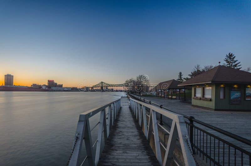 Por do sol no St Lawrence River fotos de stock royalty free