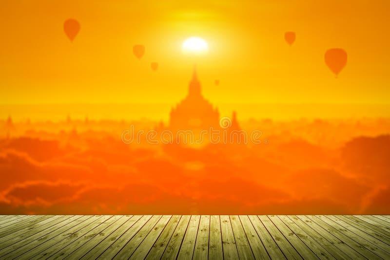Por do sol no templo antigo em Bagan, Myanmar imagens de stock royalty free