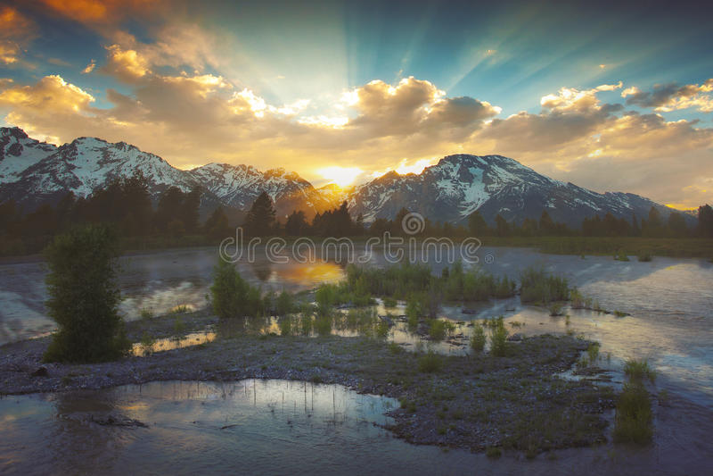 Por do sol no Tetons fotografia de stock royalty free