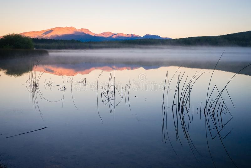 Por do sol no Zeta do La de Laguna em Esquel, Argentina fotos de stock royalty free