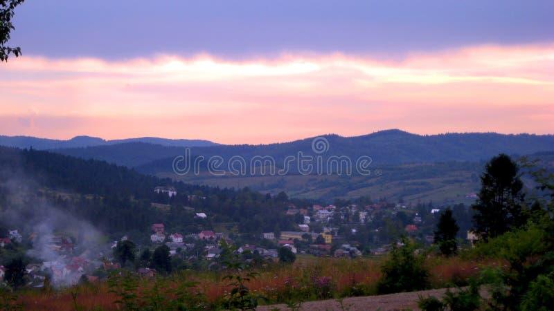 Por do sol nos Carpathians fotografia de stock