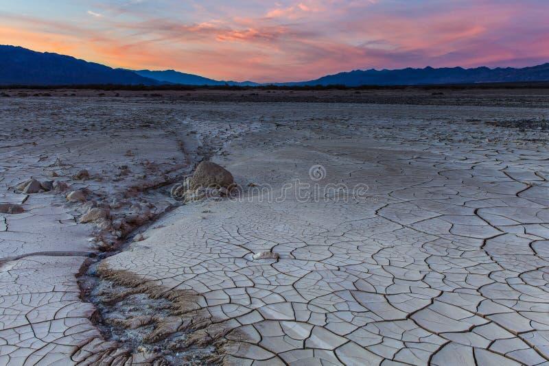 Por do sol o Vale da Morte do fluxo da lama fotos de stock royalty free