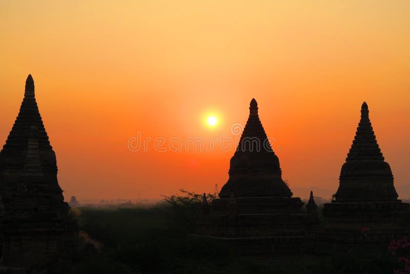 Por do sol ou nascer do sol em Bagan Myanmar Burma Birmanie imagens de stock royalty free