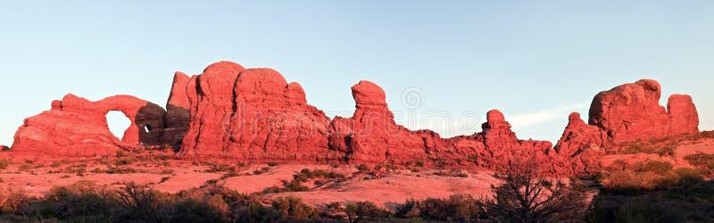Por do sol panorâmico no parque nacional dos arcos fotos de stock