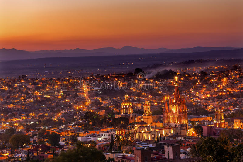 Por do sol Parroquia de San Miguel de Allende Mexico Miramar Overlook imagens de stock royalty free
