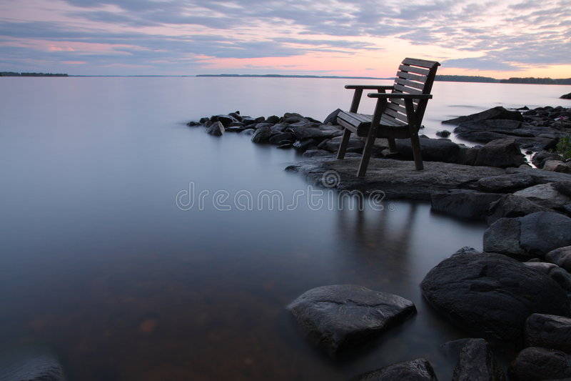 Por do sol pelo lago fotos de stock royalty free