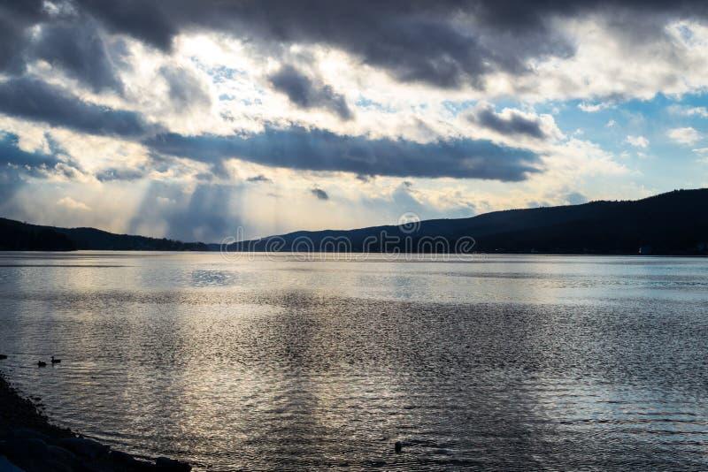 Por do sol pelo lago greenwood (NY) foto de stock royalty free