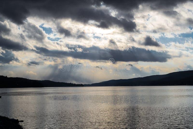 Por do sol pelo lago greenwood (NY) imagem de stock