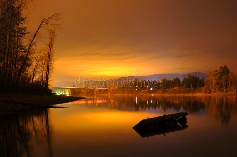 Por do sol pelo lago Shuswap imagens de stock royalty free