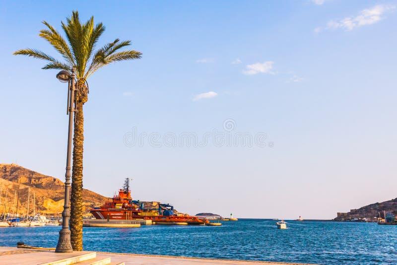 Por do sol do porto do porto de Cartagena Múrcia na Espanha mediterrânea fotografia de stock