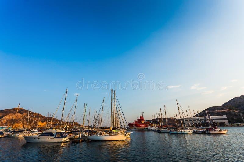 Por do sol do porto do porto de Cartagena Múrcia na Espanha mediterrânea fotos de stock royalty free