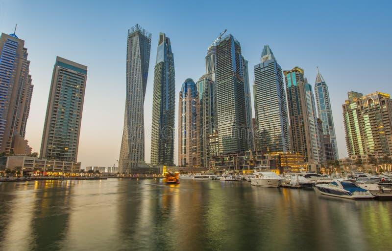 Por do sol do porto de Dubai imagem de stock royalty free