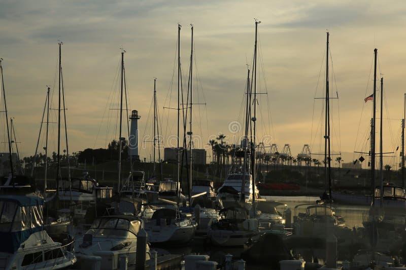 Por do sol do porto dos veleiros imagem de stock
