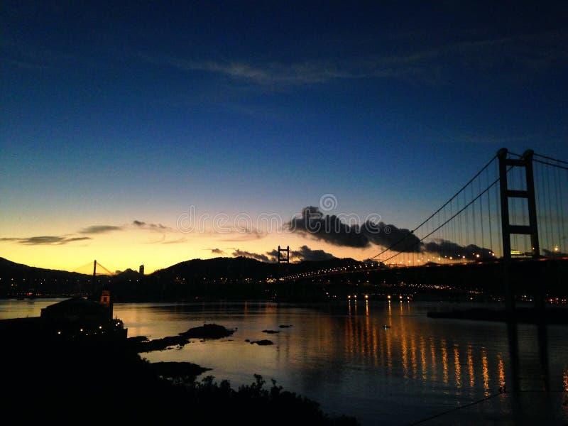 Por do sol que tsing a ponte do miliampère fotografia de stock