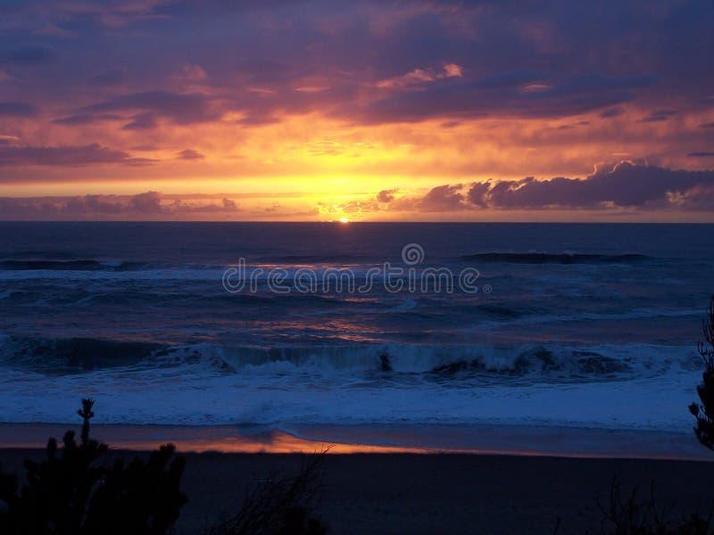 Por do sol raro da praia de Gleneden fotos de stock royalty free