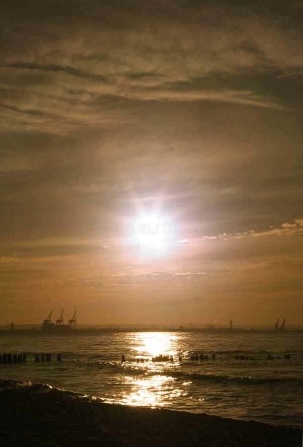 Por do sol romântico no louro foto de stock