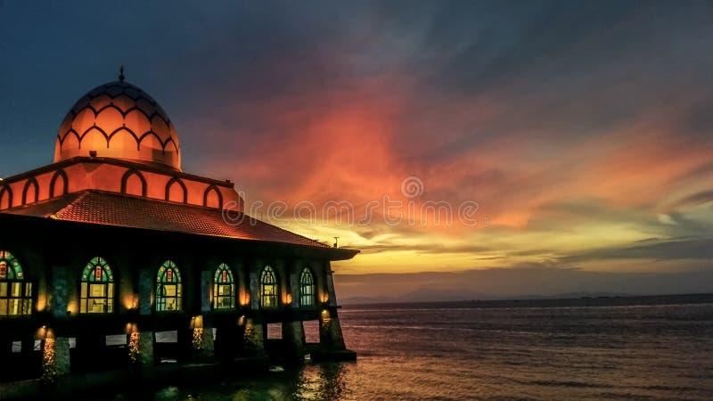 Por do sol sobre Al-Hussain Mosque em Kuala Perlis fotografia de stock