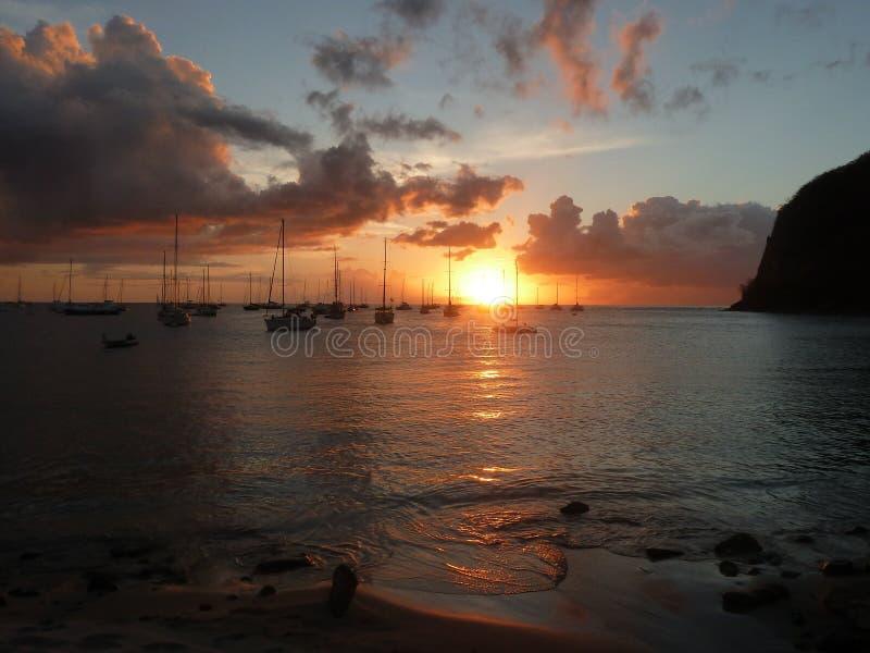 Por do sol sobre a baía de Deshaies fotografia de stock royalty free