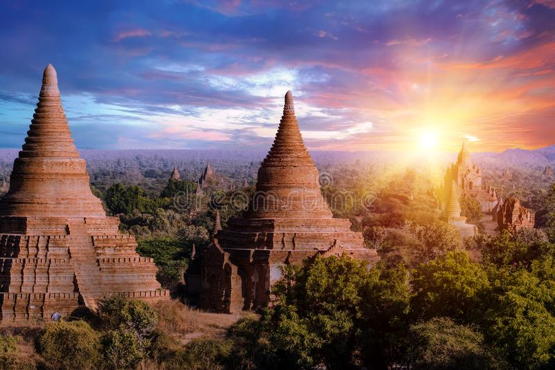 Por do sol sobre bagan imagem de stock royalty free