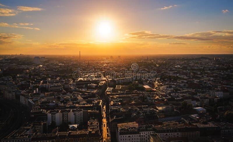 Por do sol sobre Berlim fotografia de stock